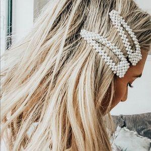 Accessories - Two Pearl clip